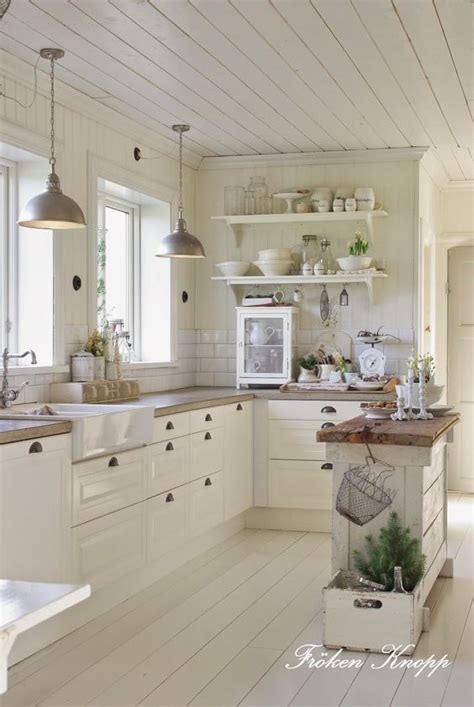 white cottage kitchen the 25 best ideas about white cottage kitchens on