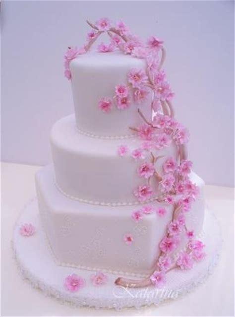 Japanische Hochzeitstorte by Rosafarbene Torten Hochzeitstorte Dekoriert Mit