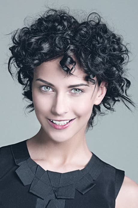 kurze locken frisuren damen