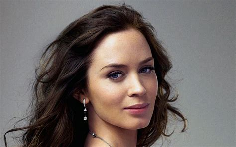 actress emily blunt emily blunt biography and photos girls idols wallpapers