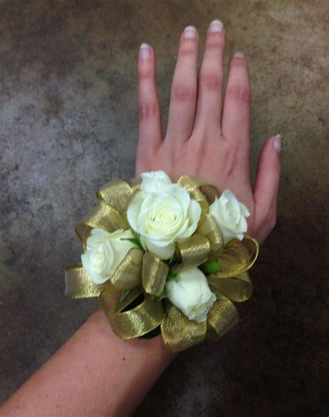 Sprei Sweet Ribbon Pink gold ribbon white spray wrist corsage corsages