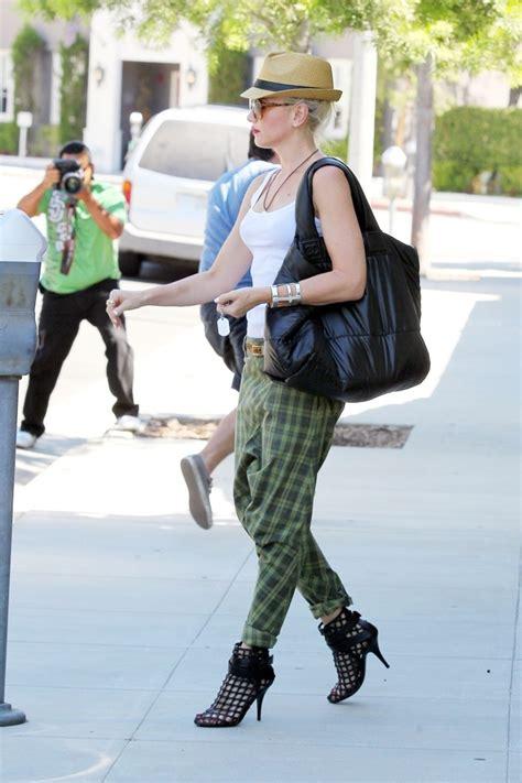 Get Look Gwen Stefanis Signature Tote by Gwen Stefani Oversized Tote Gwen Stefani Looks Stylebistro