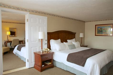 hotel suites with 2 bedrooms 2 bedroom suite holiday hill inn and suites