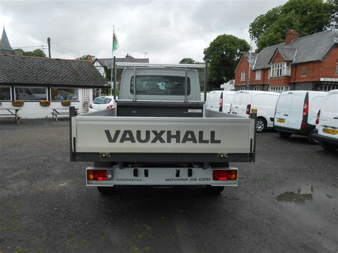 Vauxhall Specialist Garage by Vauxhall Movano 3500 2 5 Cdti Crew Cab Dropside Car For