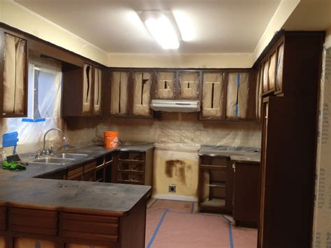 spray painting kitchen cabinets kitchen cabients taped for spray painting cabinet