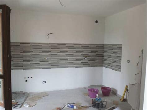 piastrelle parete cucina beautiful rivestimenti pareti cucina gallery ideas
