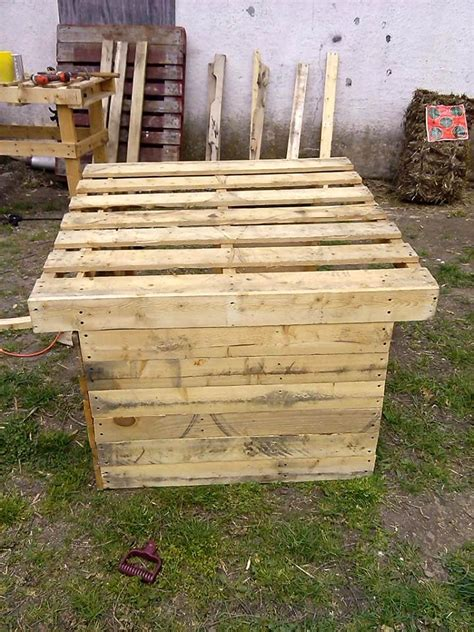 handmade dog houses upcycled wood pallet dog house 101 pallets