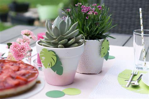 tischdeko pflanzen tischdeko mit sukkulenten und gartenblumen f 252 r die gartenparty