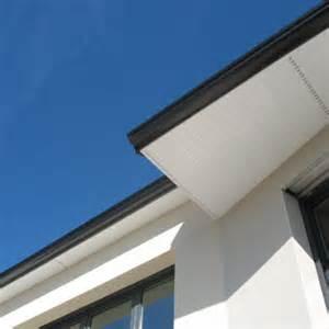 habillage et protection de d 233 bord de toit en pvc pour le