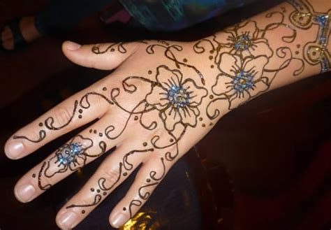 henna tattoo and chlorine paint care and removal
