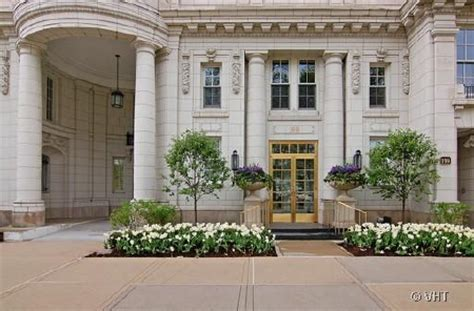 oprah winfrey yearly income an apartment in chicago