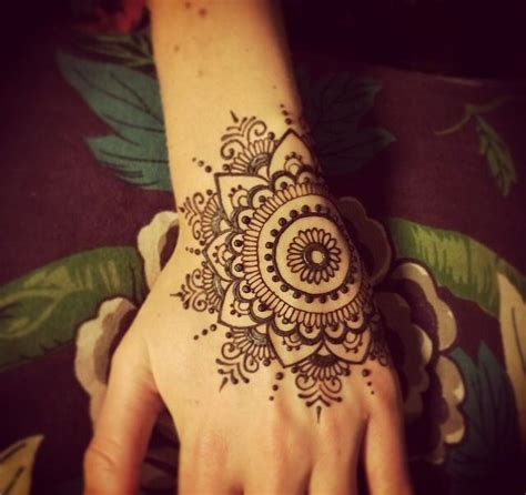 simple mandala tattoo best 25 henna mandala ideas on mandala design