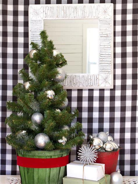 77 Diy Christmas Decorating Ideas Hgtv | 77 diy christmas decorating ideas hgtv