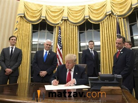 gold drapes oval office gives oval office new look with gold drapes matzav