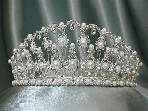 Du Tiara 1000 images about crowns tiaras diadems on pearls grand duke and cartier