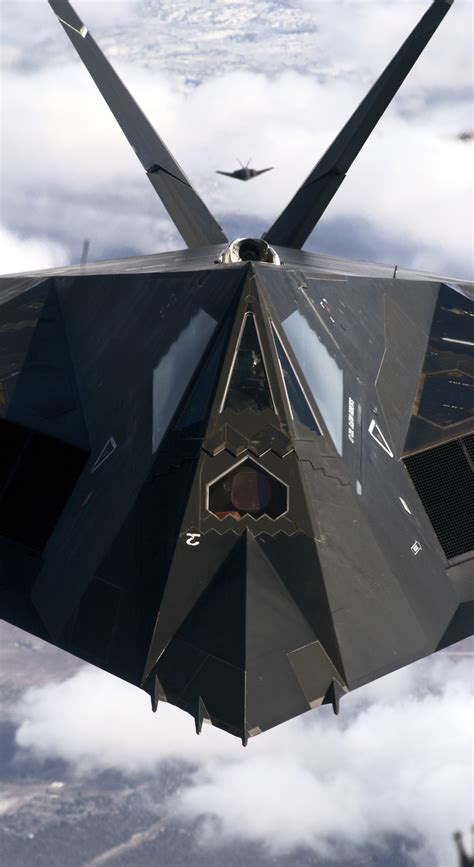 WHY IS THE STEALTHY F-117 NIGHTHAWK STILL FLYING ... F 117 Stealth Fighter Cockpit