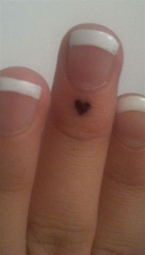finger tattoo tiny small heart cute tattoo