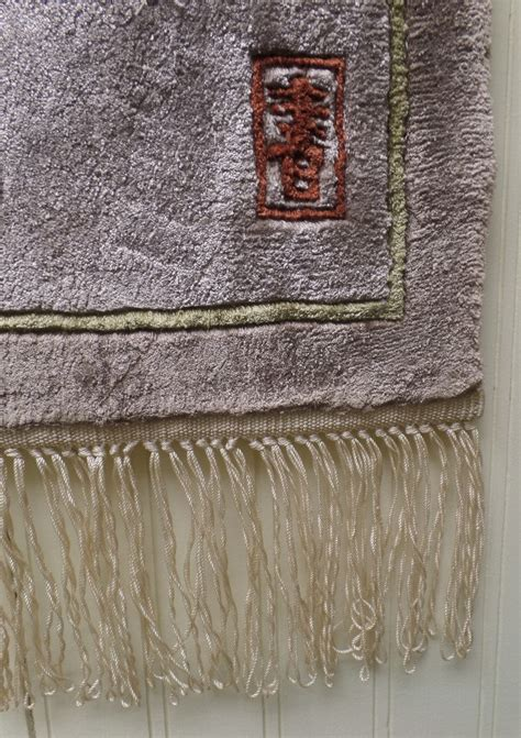 194 loomed tapestry wall hanging or rug lot hanging fringed rug on wall 28 images hanging rugs on a wall 28 images hanging fringed rug