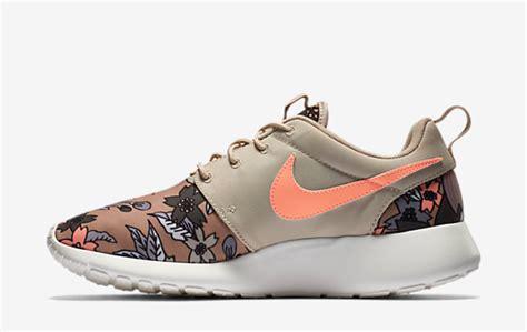Sepatu Nike Roshe One nike roshe run poison gr 248 n palm trees for salg hvid