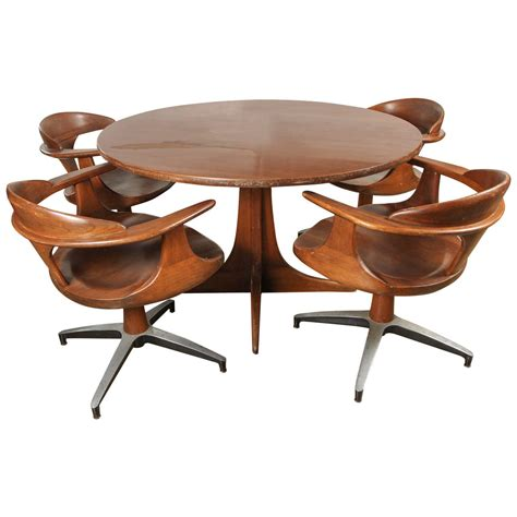 Heywood Wakefield Dining Table With Four Captain Chairs At Four Chair Dining Table