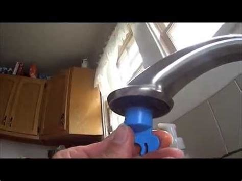 clogged kitchen faucet how to fix kitchen faucet water running clogged aerator using delta wrench rp52217
