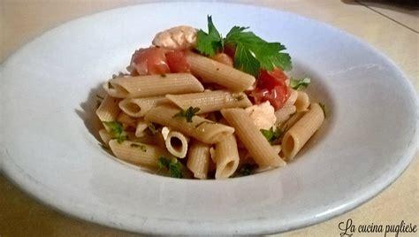 cucina pasta penne con salmone fresco e pomodorini la cucina pugliese