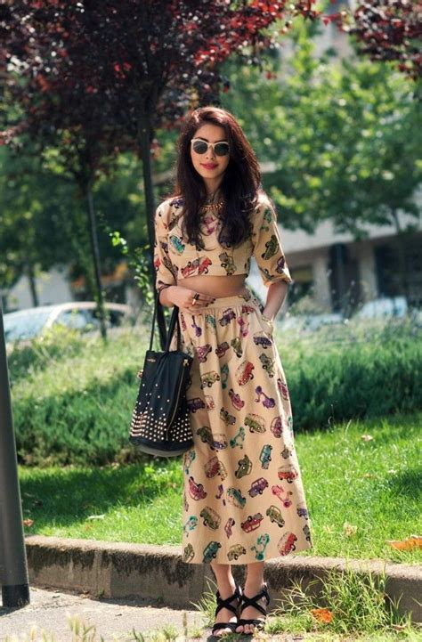 printed midi skirts combinations 2018