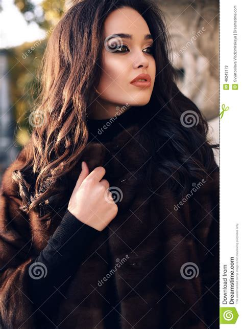 dark haired beautiful women modeling clothes portrait of beautiful woman with dark hair in luxurious