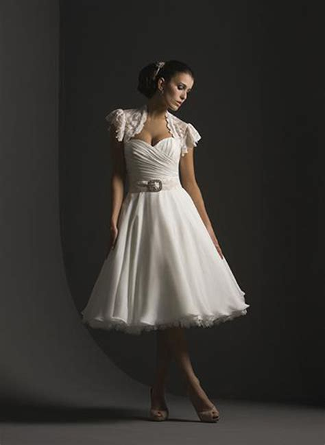 short casual wedding dresses with sleeves styles