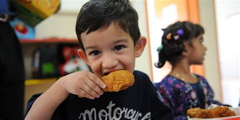 Bibit Anak Ayam Negeri bahaya konsumsi ayam negeri suntik bagi anak okezone