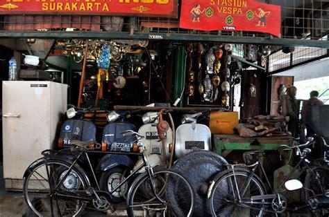 Barang Antik Di Pasar Triwindu pasar barang antik triwindu kedai kopi