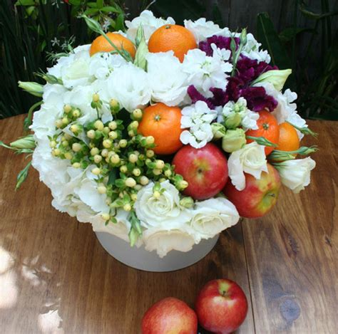 do it yourself wedding centerpiece flower arrangements fruit and flower do it yourself centerpieces
