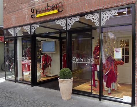Lemari Kaca Berlu fichier deerberg boutique jpg wikip 233 dia