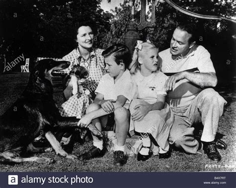bob hope s wife comedian bob hope with wife dolores and children linda and
