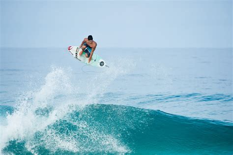 Top Medina Oz gabriel medina top 5 photo 83366 surfing magazine