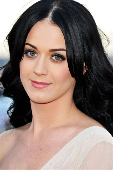 celebrities with green eyes and pale skin celebrities with black hair from youbeauty