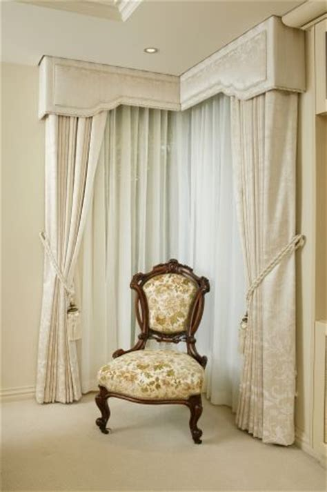 Images Of Curtain Pelmets Decorating 17 Best Images About Cornice Boards On Pinterest Window Treatments Cornice Ideas And Nailhead