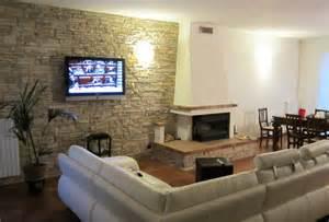 rivestimenti muro interno casa moderna roma italy pietre muro interno