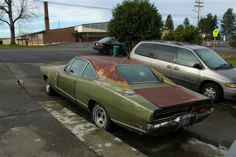 OLD PARKED CARS.: 1970 Dodge Charger R/T.