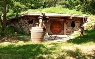 louer une de hobbit en bourgogne voyage insolite