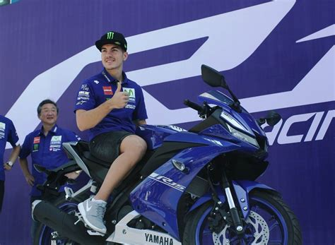 yamaha r15 version 3 2017 2017 yamaha yzf r15 version 3 0 unveiled gets new engine