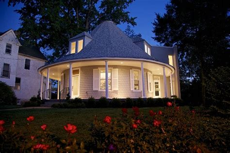 Octagonal Houses Dc S Roundhouse Finds A Buyer