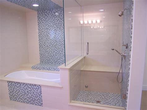 keramik dinding kamar mandi warna soft pink interior