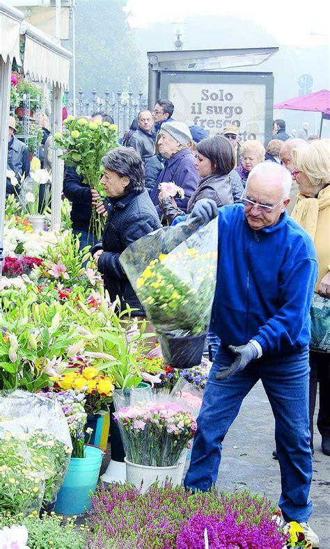 foto dei fiori più belli concorrenza sleale guerra di crisantemi davanti ai cimiteri