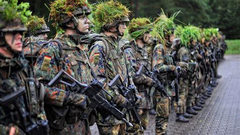 Bewerbung Bundeswehr Soldat Auf Zeit Verteidigung Bundeswehr Will Schulabbrecher Einstellen