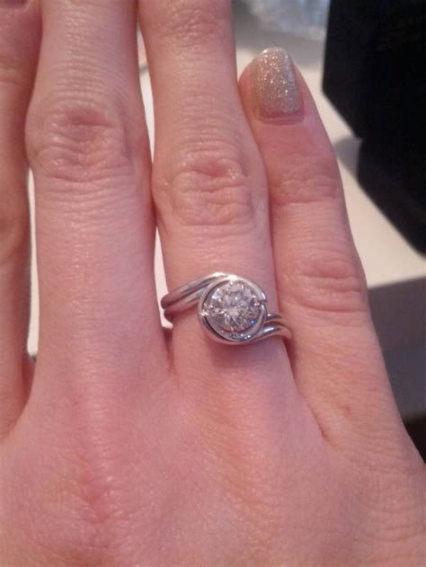 2017 popular wedding bands that fits around engagement ring