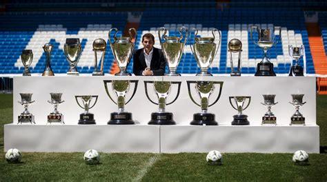 imagenes de trofeos del real madrid iker casillas pos 243 junto a los 19 trofeos ganados con real