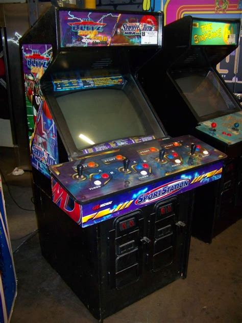 Nfl Blitz Arcade Cabinet by Nfl Blitz Nba Showtime Combo Arcade Item Is In Used