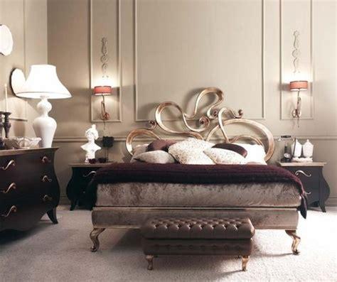 gul oymali sik yatak odasi hali modeli klasik modern metal başlık deyalı şık yatak odası modeli