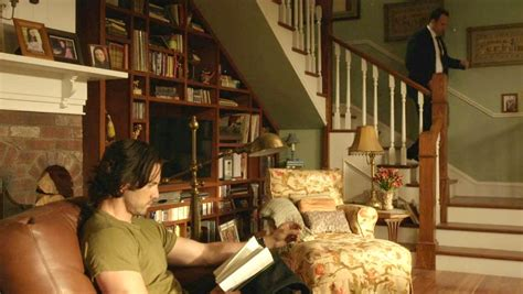 gilmore girls living room gilmore girls fun facts and photos from the town of stars